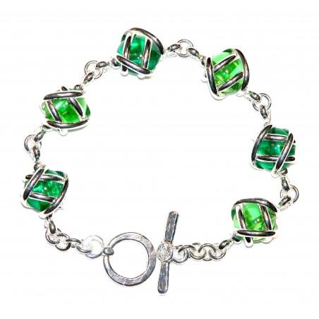 Bracelet fantaisie argent deux couleur : vert clair et vert foncé. Bijou issu de l'artisanat d'art français.