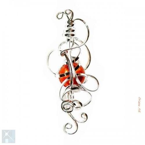 Broche fantaisie argent avec une pierre orange. Bijou original fait main.
