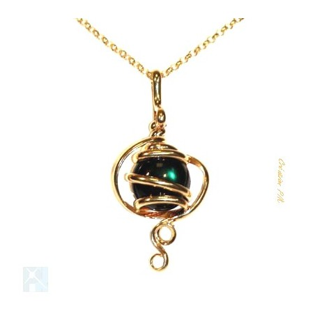 Petit bijou artisanal or et vert émeraude