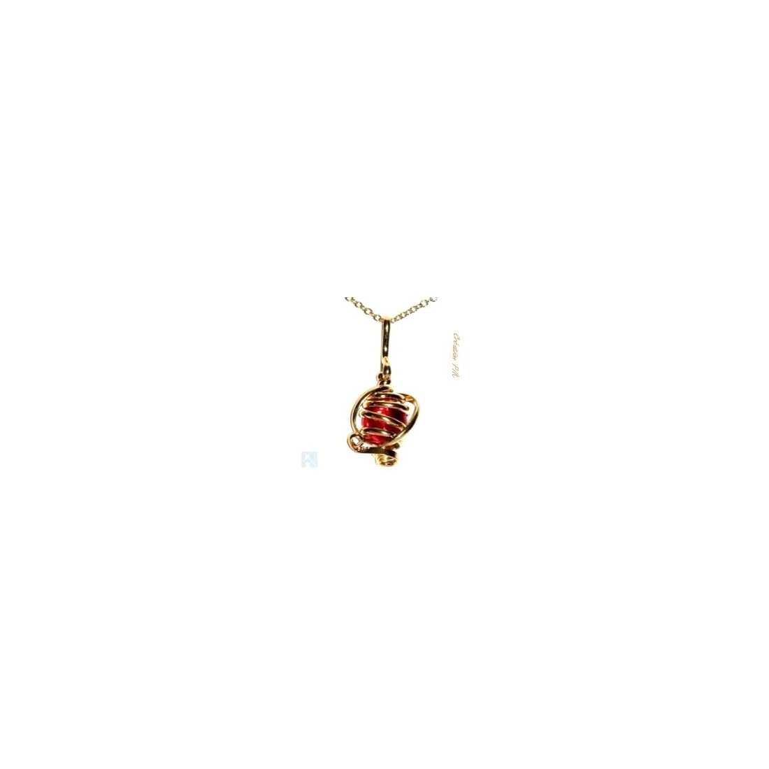 Pendentif doré de petite taille rouge rubis.