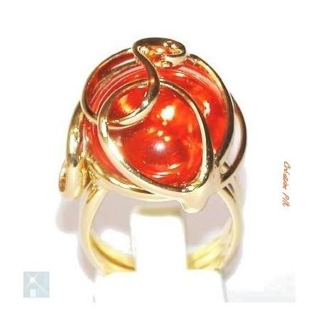Bague de qualité artisanale avec une pierre orange.