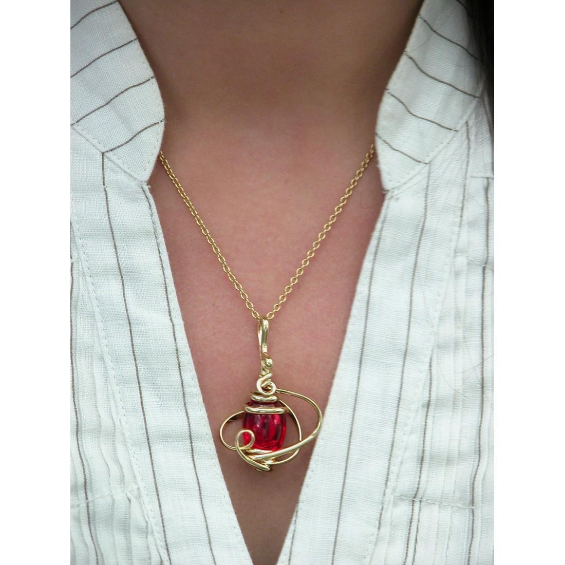 Petit pendentif doré fait main, rouge rubis.