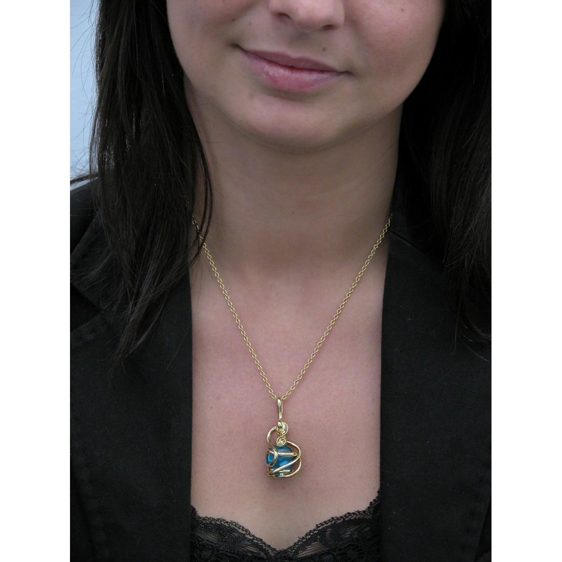 Création de bijoux-pendentif or et bleu clair.
