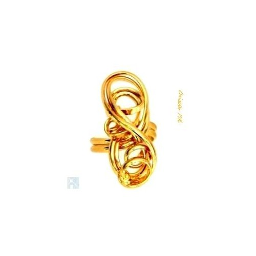 Création artisanale en fils torsadés. Bague dorée faite à la main.