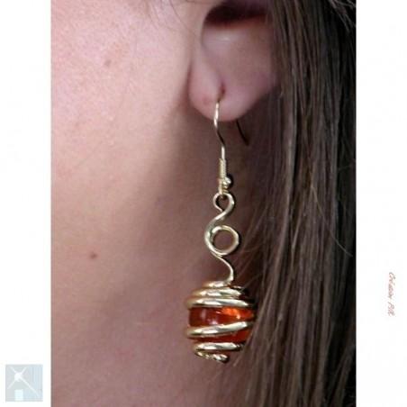 Boucles d'oreilles orange.