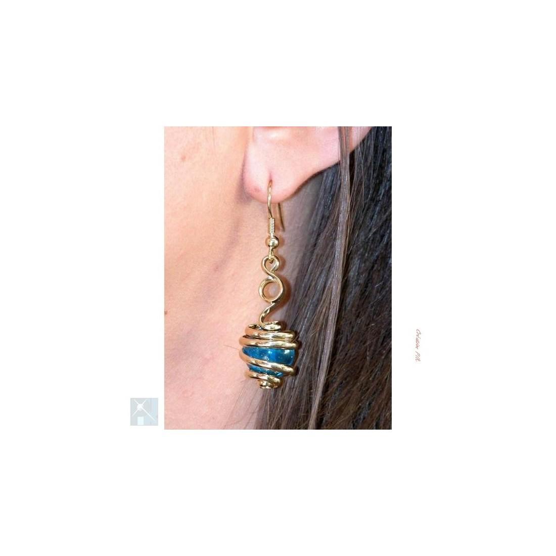 Boucles d'oreilles bleue claire (aigue-marine).