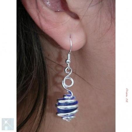 Boucles d'oreilles, création artisanale argent et bleue saphir.