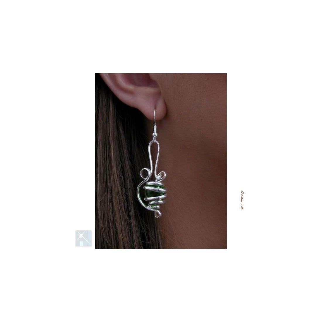 Bijou de créateur-boucles d'oreilles argent et vert pâle.
