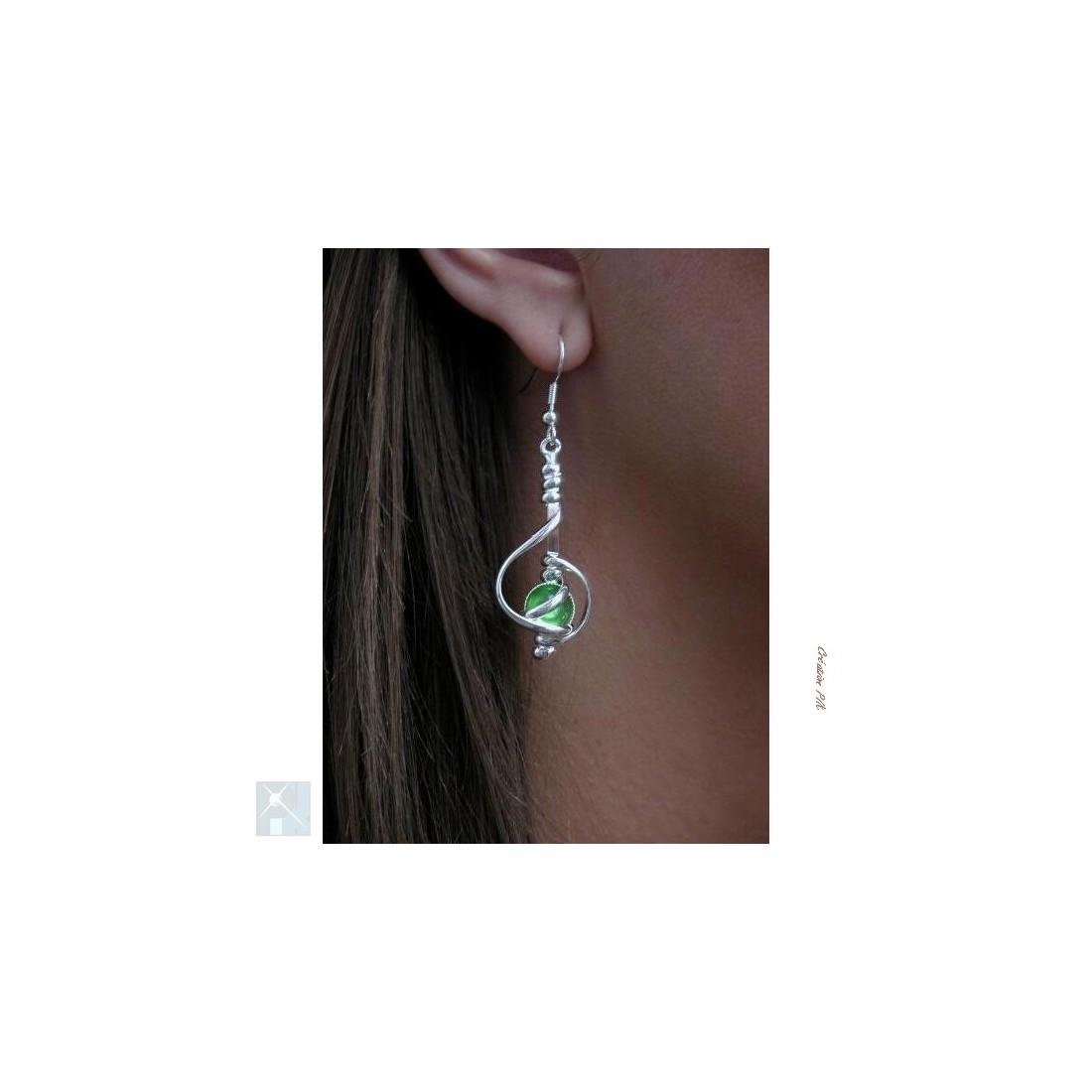 Boucles d'oreilles de créateur français-vert clair.