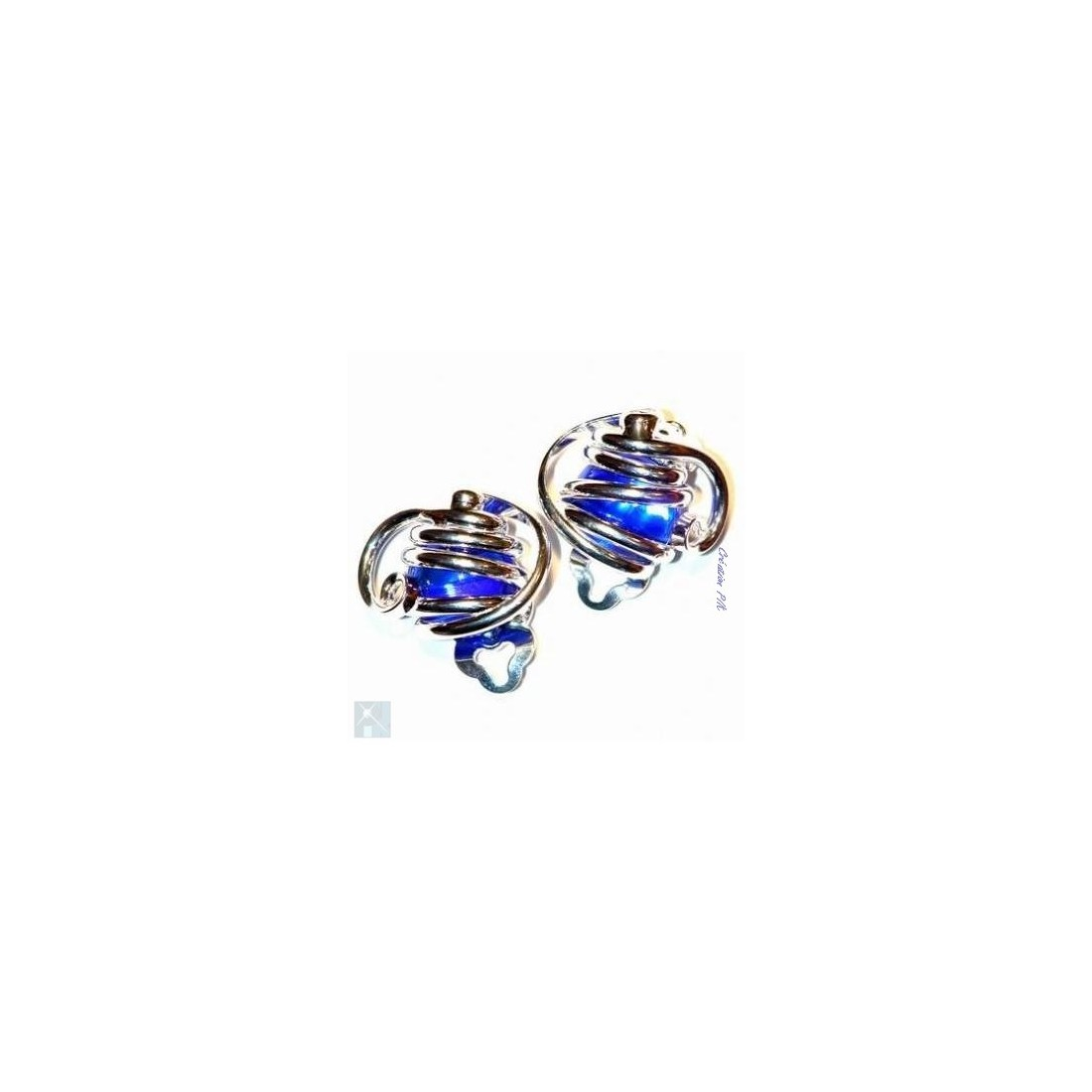 Boucles d'oreilles à clips, classiques, bleues.
