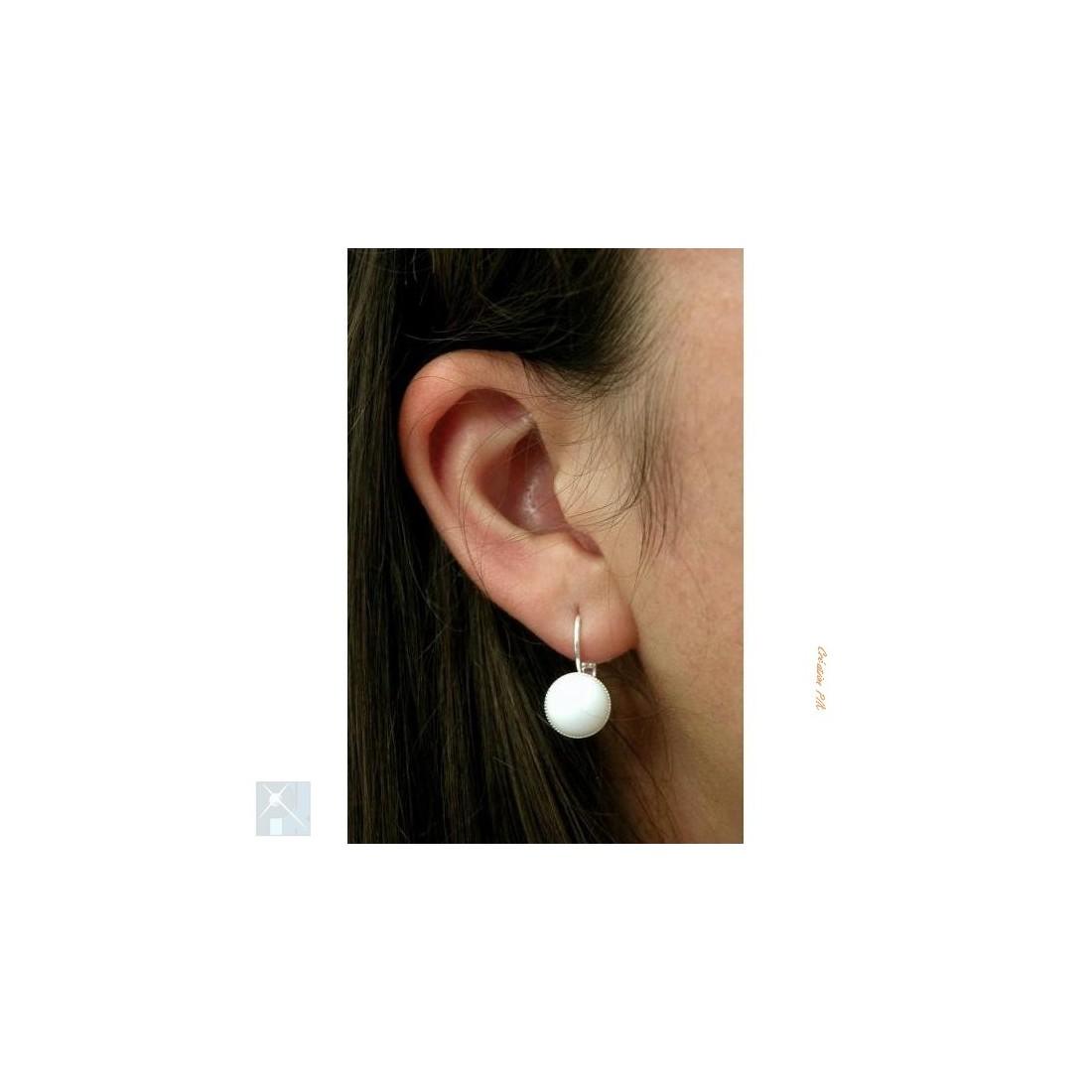 Boucles d'oreilles dormeuses, pierre blanche