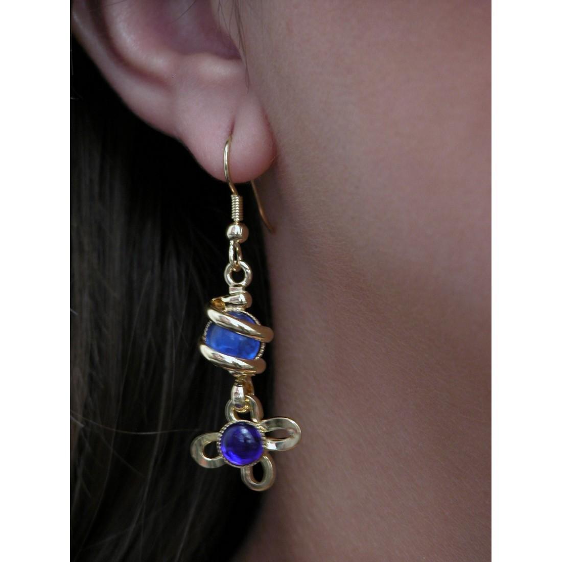 Boucles d'oreilles fleurs bleues.