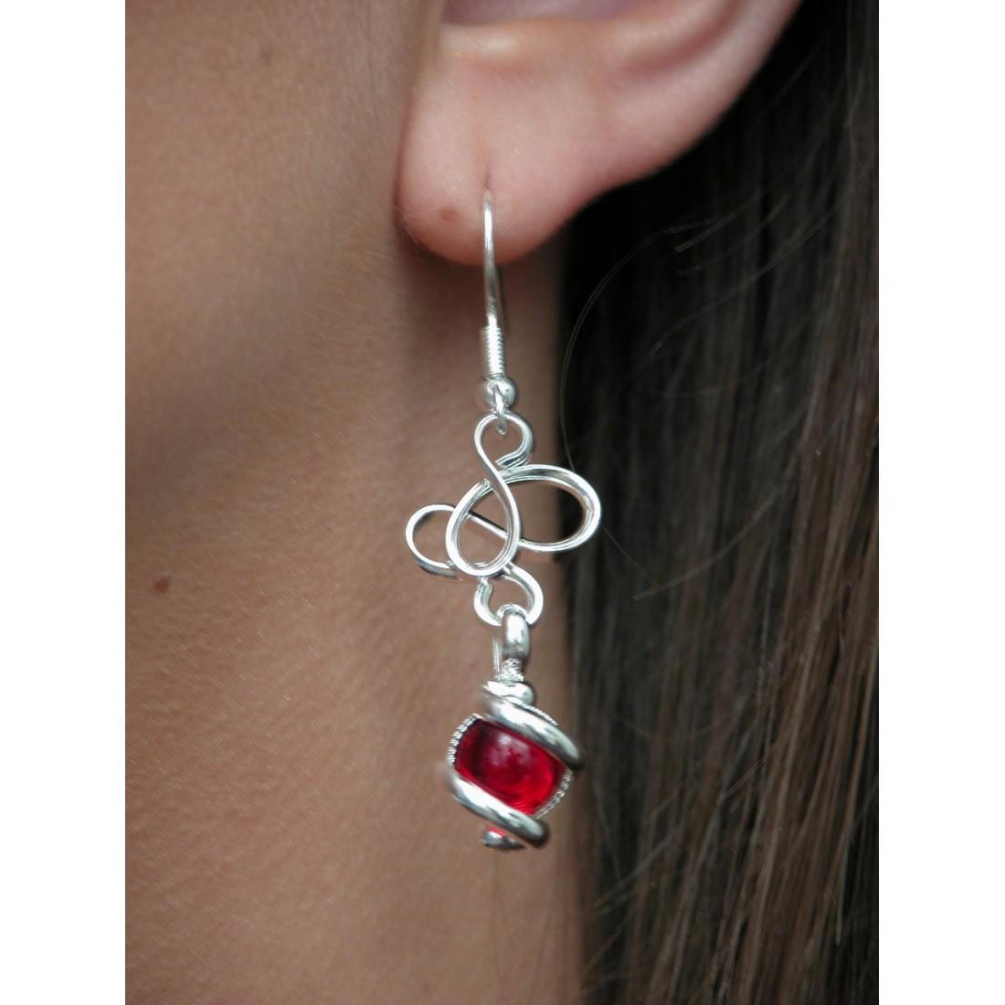 Boucles d'oreilles artisanaux, rouges.