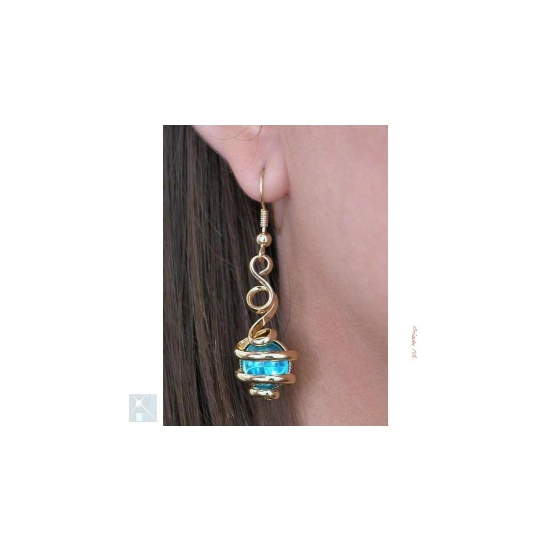 Très fines boucles d'oreilles dorées