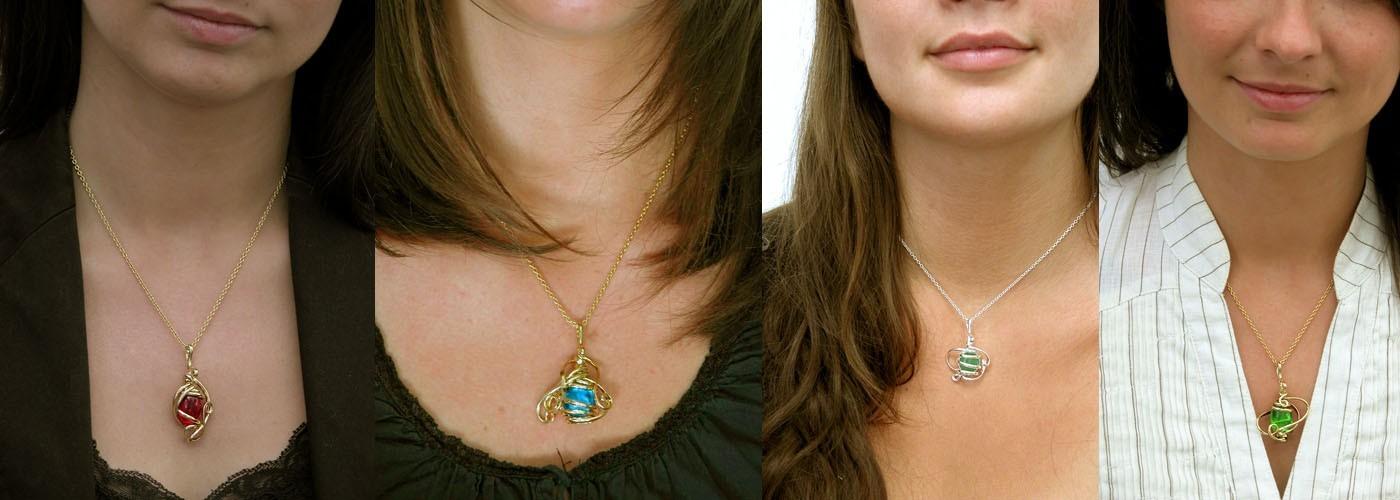Petits pendentifs-bijoux fantaisie de créateur
